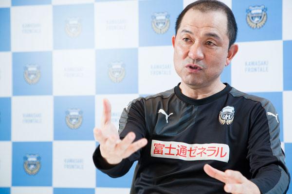 「サッカーを教えていませんか? だから、うまくならないんです」川崎フロンターレ風間八宏監督に学ぶサッカー少年の育て方