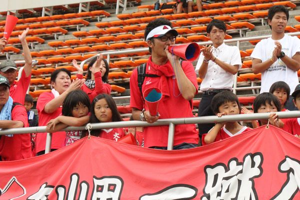 大山田SSS2準決勝終了後最後まで選手を励ます神津さん.JPG
