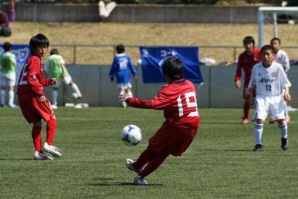 サッカー 蹴る技術.jpg