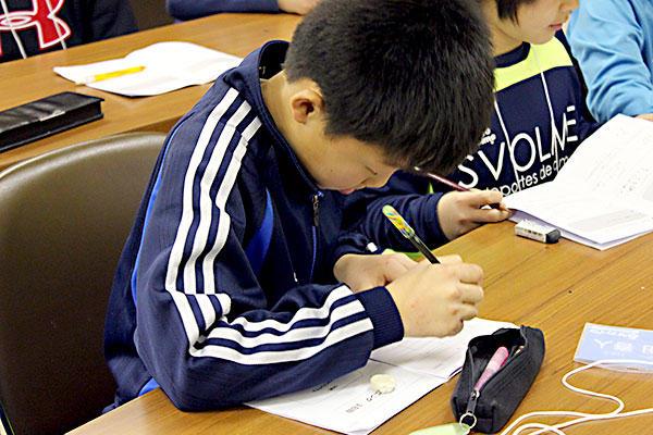 今年こそ身につけたいサッカーノートの書き方、基本から応用まで。サッカーだけでなく勉強も伸びる活用法