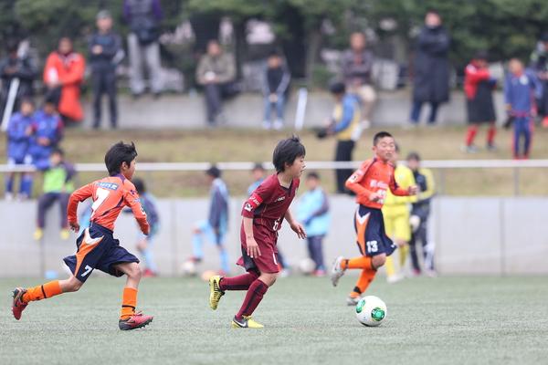 少年サッカープレーシーン