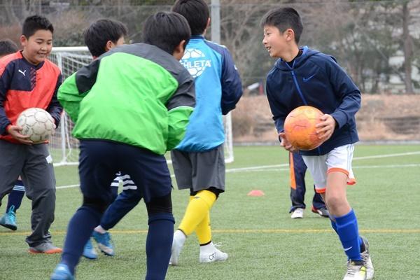 ボールが投げられない、腰より高いボールが怖い子どもたちが飽きずにできる動きを教えて