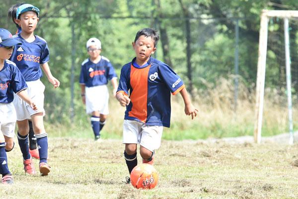 サッカーで足がつったら要注意? サッカー少年の親が覚えておきたい熱中症12の症状
