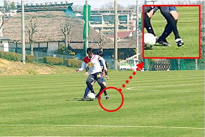速いボールを正確にトラップするコツは『軸足』にあった!