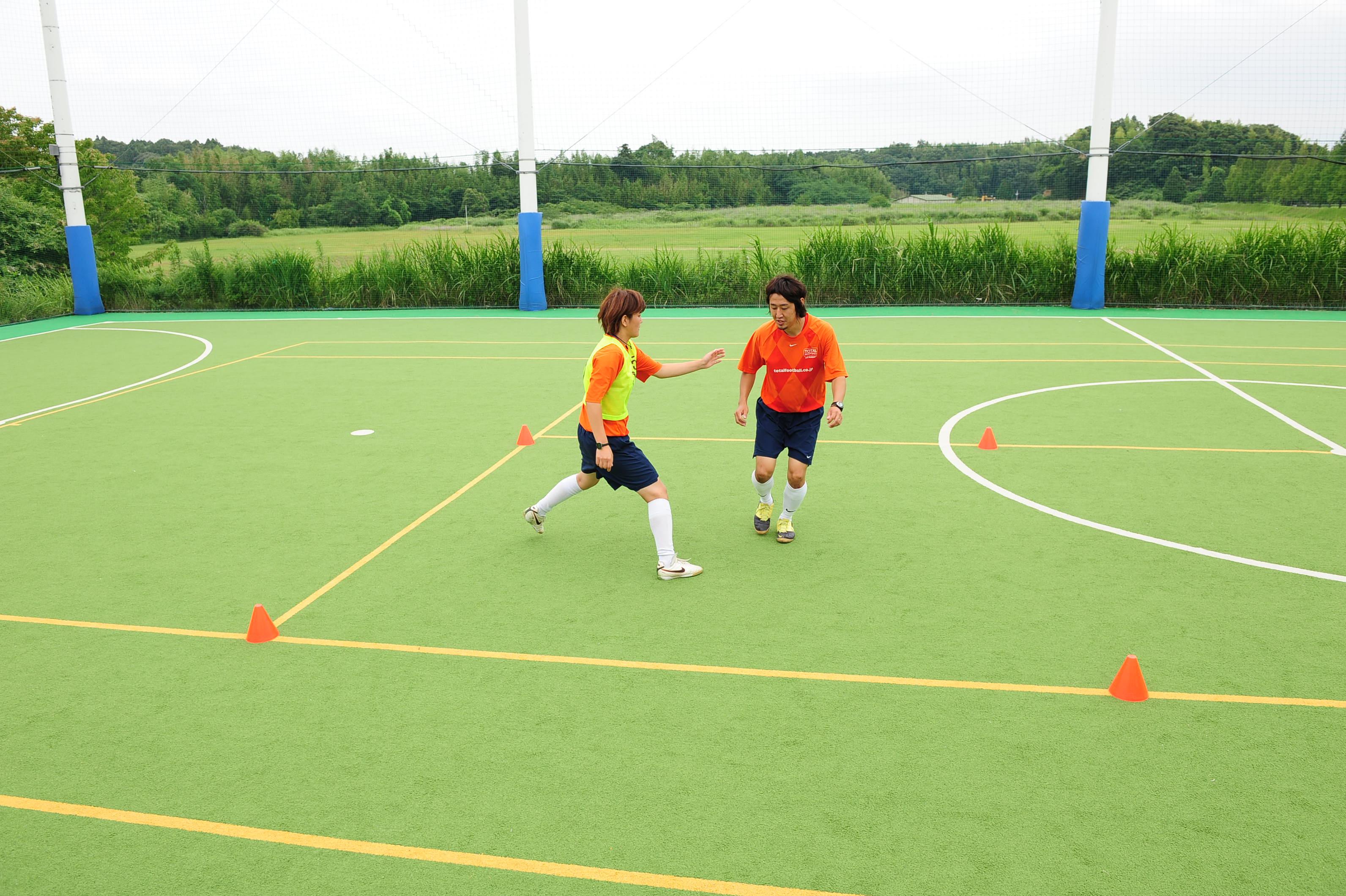 自分で考えるサッカーを子どもたちに。1対1の駆け引き